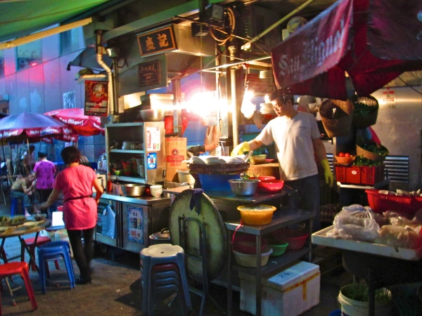 Dai pai dongs are street food vendors.  Photo by: Diana O'Gilvie