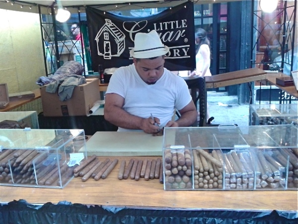 Cigar rolling. Photo by Diana O'Gilvie